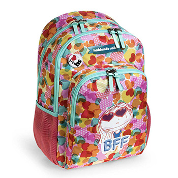 double backpack hablando sola